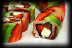 2009-03-27-strawbarry-sushi-roll-1.jpg